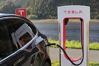 Tesla v Číně vytvoří síť dobíjecích stanic podél Hedvábné stezky