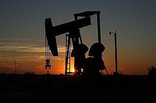 Brent je díky výhledu silné poptávky nad 75 dolary za barel